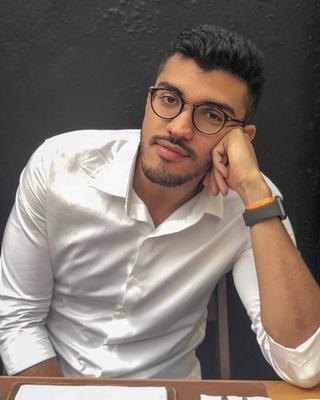 Neto's tinder account profile photo on tinderwatch.com