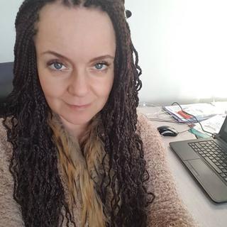 Piia's tinder account profile photo on tinderwatch.com