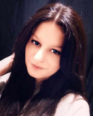 Anna's tinder account profile photo on tinderwatch.com