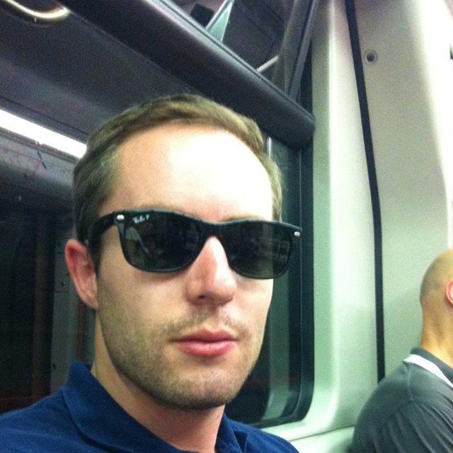 Stephane's tinder account profile image on Tinderviewer.com