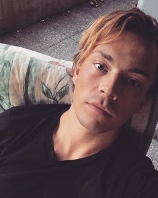 Henrik's tinder account profile photo on tinderwatch.com