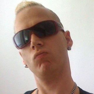 Jason's tinder account profile photo on tinderwatch.com