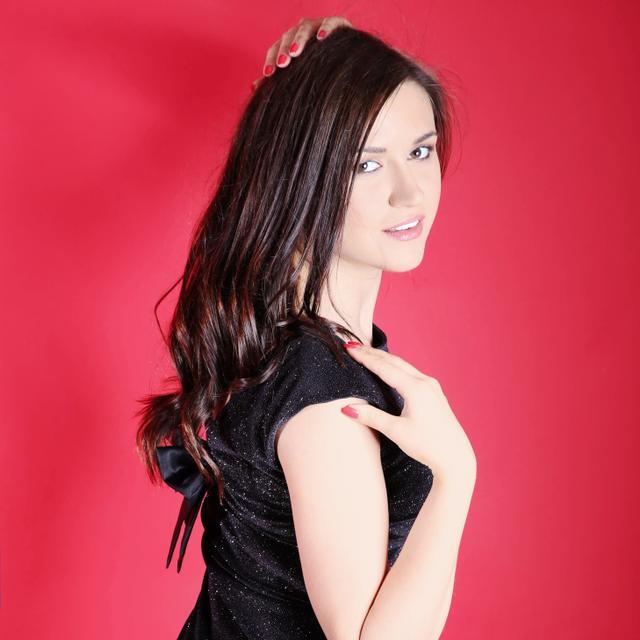 Alisa's tinder account profile image on Tinderviewer.com