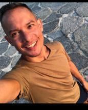 Michael's tinder account profile photo on tinderwatch.com