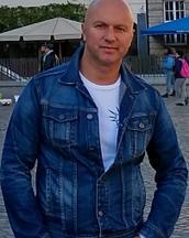 Oleg's tinder account profile photo on tinderwatch.com