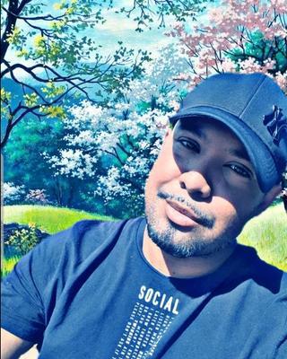 Enver's tinder profile image on tinderwatch.com