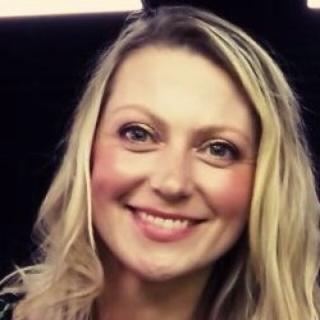 Claire's tinder profile image on tinderwatch.com