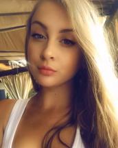 Tanya's tinder profile image on tinderstalk.com