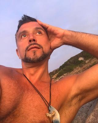 Serge's tinder account profile photo on tinderwatch.com