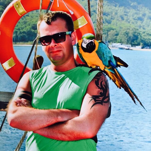 Lennart's tinder account on tinderstalk.com