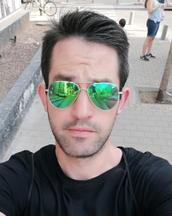 Isi's tinder profile image on tinderstalk.com