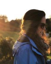 Montse's tinder profile image on tinderstalk.com