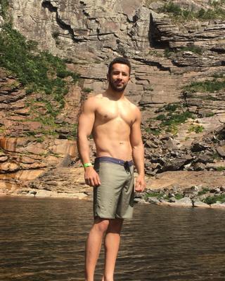Bruno's tinder account profile photo image on tinderwatch.com