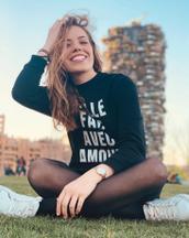 Noemi's tinder profile image on tinderstalk.com