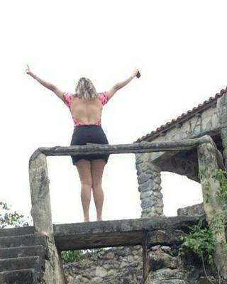 Thayná's tinder profile image on tinderwatch.com