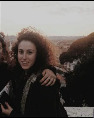 Shira's tinder account profile photo image on tinderwatch.com