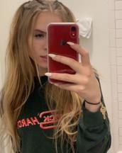 Alexia's tinder profile image on tinderstalk.com