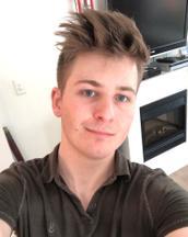 Sean's tinder profile image on tinderstalk.com