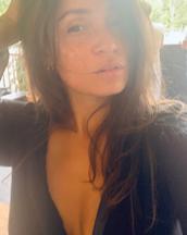 Bibeche's tinder profile image on tinderstalk.com
