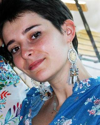 Margot's tinder account profile photo on tinderwatch.com