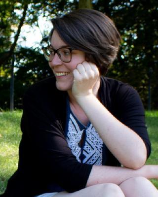Clémence's tinder account profile photo on tinderwatch.com