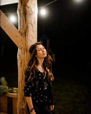 Oksana's tinder profile image on tinderwatch.com